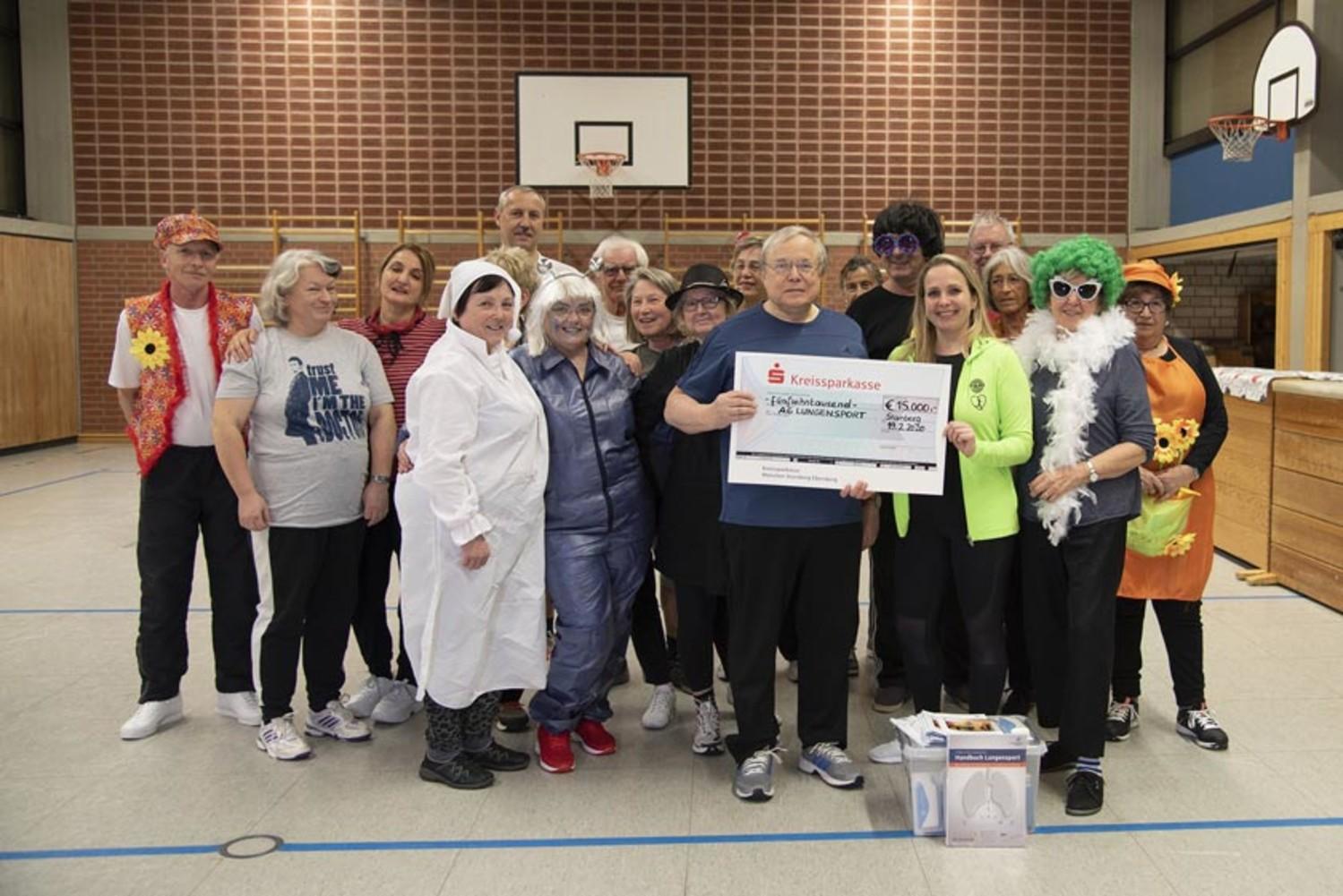 Spendenübergabe beim Lungensport in Fürth