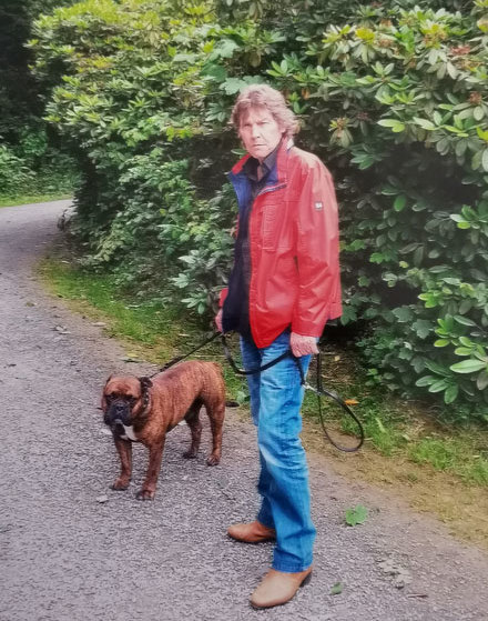 Gene Gross mit seinem Hund