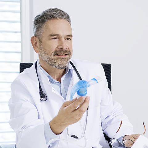 Sie sind Arzt oder Ärztin und möchten zu Webinaren, Aerosoltherapie oder Produkten von PARI informiert bleiben? Melden Sie sich einfach zu unserem PARI Ärzte Newsletter an.