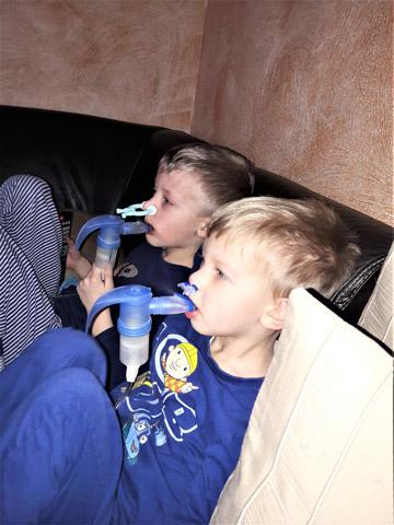"""""""Innerhalb weniger Wochen erfuhren wir, dass wir zwei todkranke Kinder hatten"""", erzählt Nadine Sachse"""