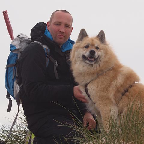 Sven-Weiboldt-mit-Hund.jpg