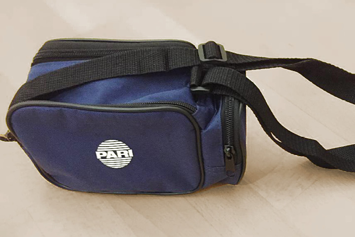Beim mySpiroSense wird eine robuste Tasche mit mehreren Fächern und Reisverschlüssen mitgeliefert