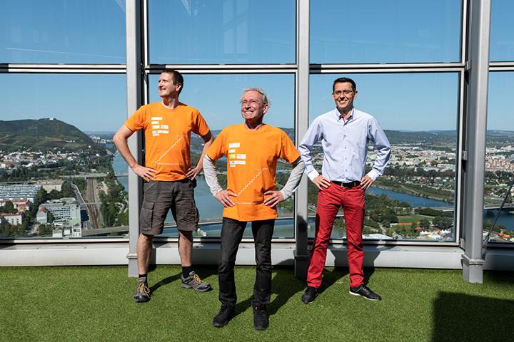 Eberhard Jordan und sein Challenge-Team auf der Terrasse des Millennium Towers