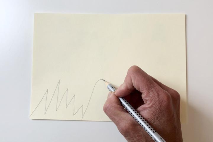 Zeichnen Sie mit der Ein- und Ausatmung Ihres Kindes Berge