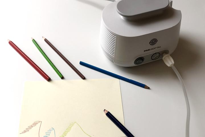 Zeichnen Sie mit der Einatmung Ihres Kindes eine wendeltreppenartige Spirale nach oben