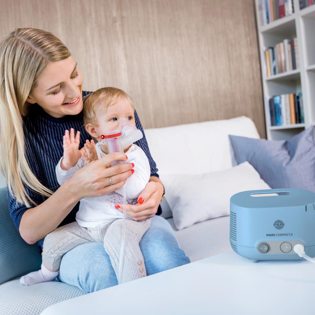 Baby-inhaliert-mit-PARI-COMPACT2-Junior-mit-Babymask.jpg