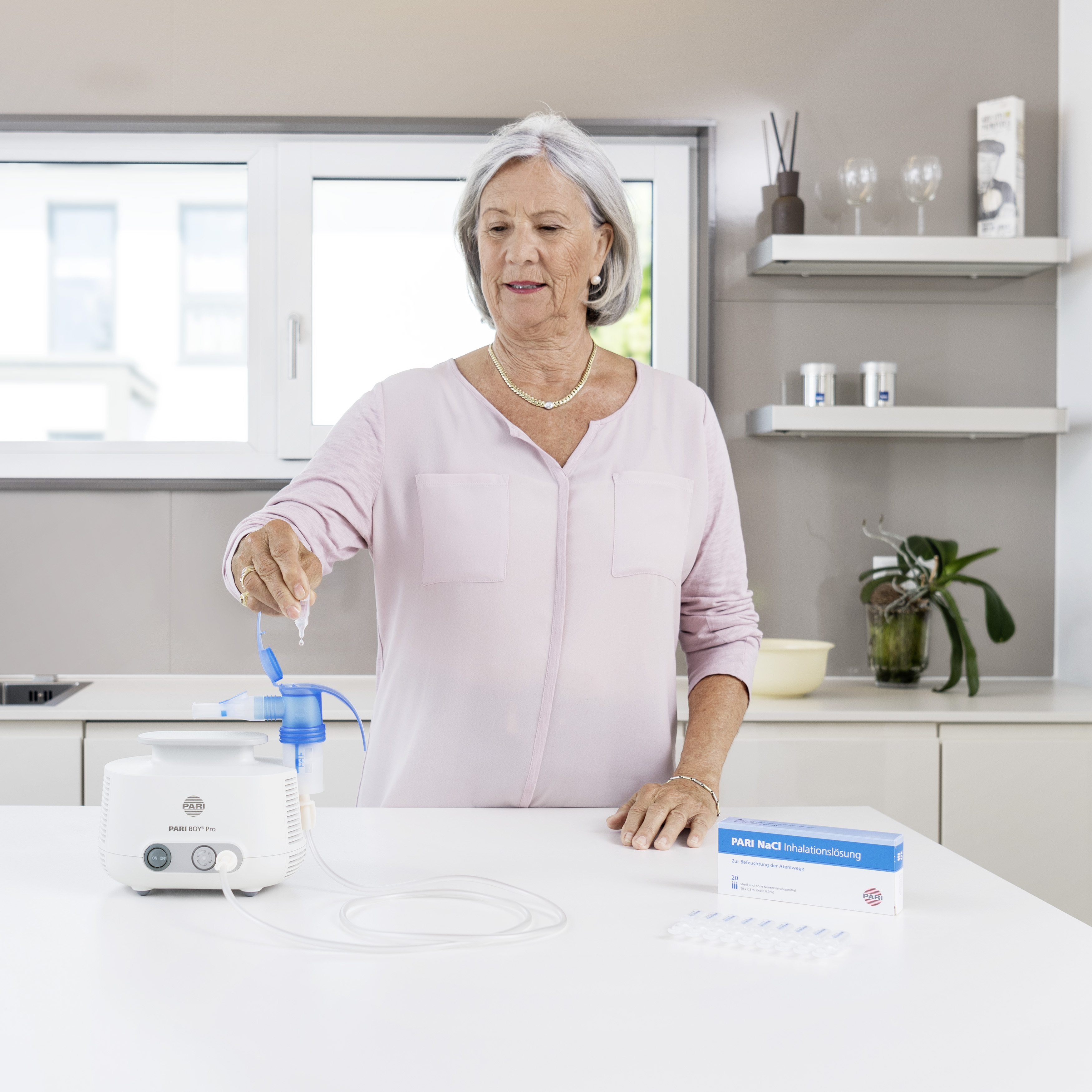 Older-woman-fills-up-the-PARI-BOY-Pro.jpg